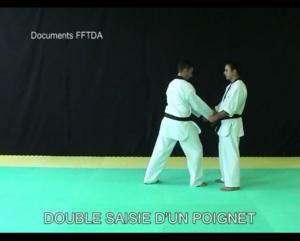 double-saisie-dun-poignet