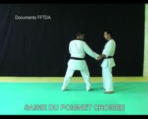 saisie-du-poignet-croisee